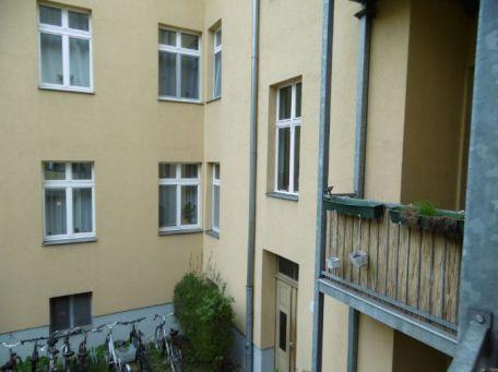 3 1 rendite vermietet altbauwohnung mit s d balkon. Black Bedroom Furniture Sets. Home Design Ideas