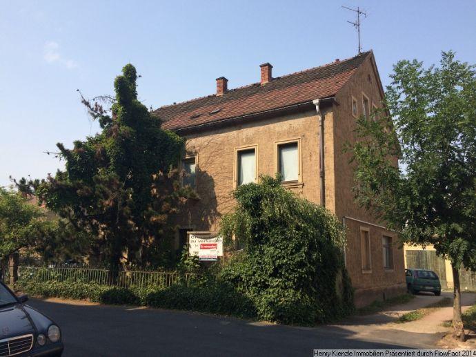 ***JUWEL - Meißen r. d. Elbe*** Sanierungswürdiges, herrschaftlich wirkendes Ein- bis Zweifamilienhaus mit einer Deckenhöhe von ca. 2,80m