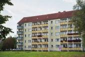 Drei-Raum-Wohnung mit Balkon und Fahrstuhl
