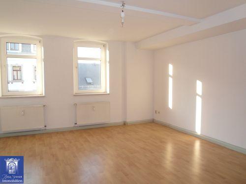 Sehenswerte Wohnung, ideal auch für WG, mit separater Küche und Tageslichtbad mit Wanne!