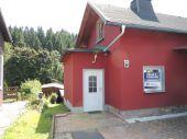 2 Häuser zum Preis von einem - Einfamilienhaus mit Ferienhaus zu verkaufen!
