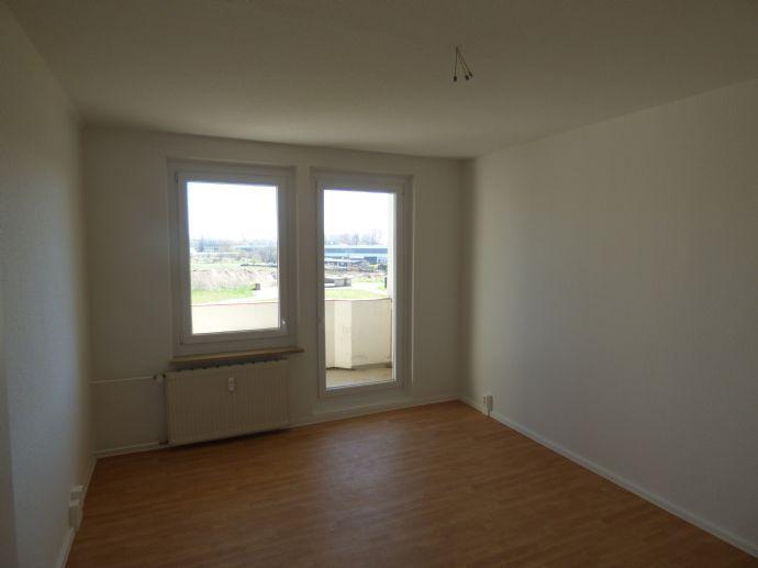 Helle 3-R.-Wohnung mit Balkon nahe dem Elbecenter