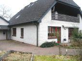 Großzügiges Architektenhaus mit Keller und Gästehaus in Hamdorf