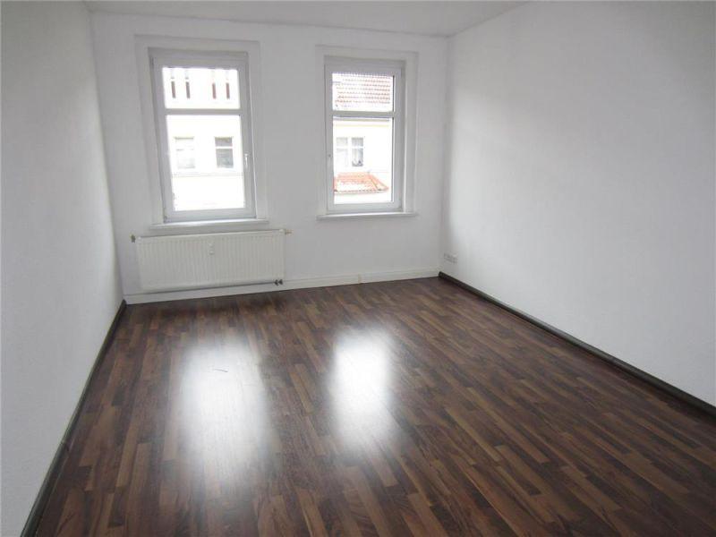 +++ NEU  +++ 2 Zimmer - Laminat - Bad mit Dusche -Balkon +++