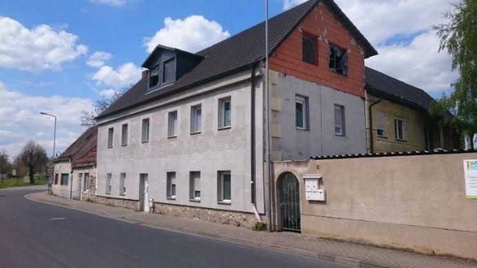 Mehrfamilienhaus mit diversen Nebengebäuden nahe Dresden