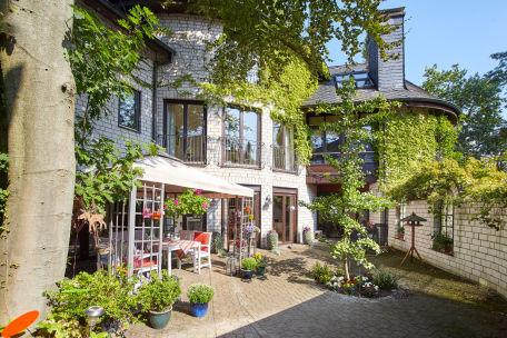 charmante villa in toplage von privat. Black Bedroom Furniture Sets. Home Design Ideas