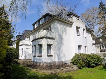 Großzügige 4-Zi-EG-Wohnung mit eigenem Garten + 2 sonnigen Terrassen