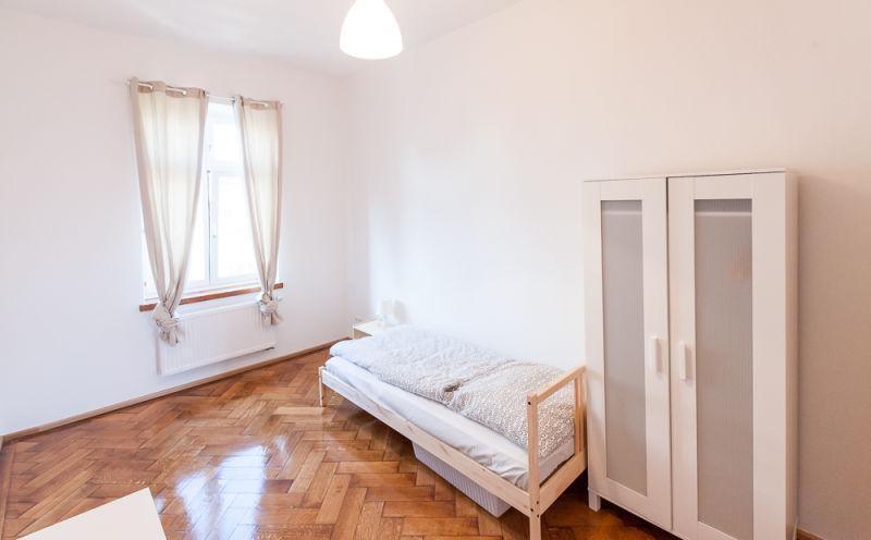 Schönes 17 qm WG-Zimmer, möbliert in München/ mit Internet und Waschmaschine