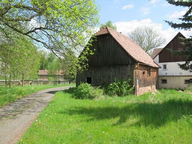 schönes Freizeitgrundstück/ Weidefläche/ Pferdekoppel/ Grünfläche mit Stall/Scheune im Dorf