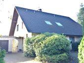 Großzügiges und solides Einfamilienhaus mit Einliegerwohnung und Doppelgarage...
