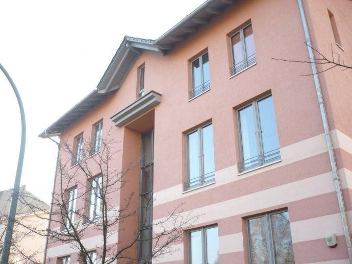 schicke Gewerbe-Villa, erst 15 Jahre alt, 9 große gewerbliche Räume +Büros, eigener Hof / Parkplatz für 7-9 Fahrzeuge, Grünanlage
