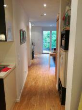 Topmoderne, hochwertig möblierte 2,5 Zimmer Wohnung mit Garten...
