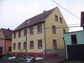 Gemütliche Dachgeschosswohnung mit Garage im ländlichen Raum