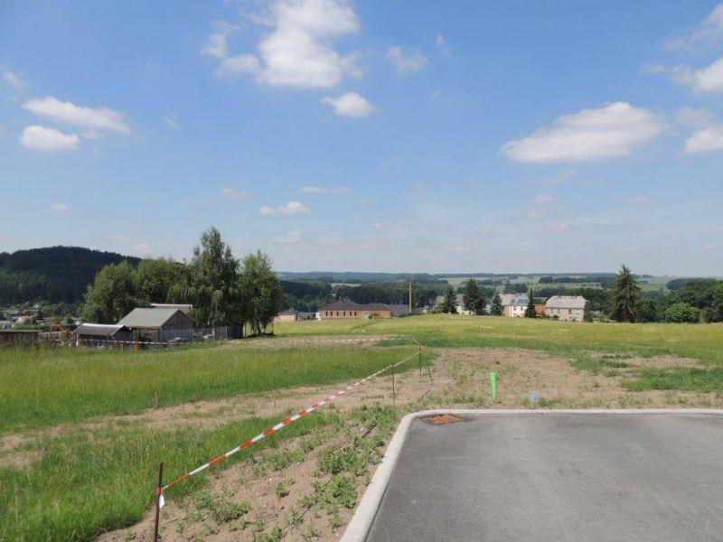 Zufahrtsstraße mit Blick auf d. Grund