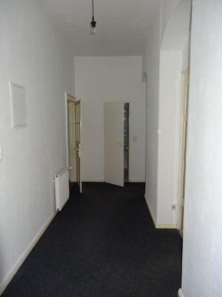 geräumige 2-Zimmer-Wohnung in saniertem Altbau