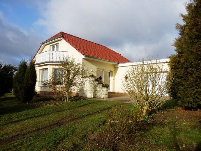 Einfamilienhaus nah bei Güstrow und doch mit Blick auf blühende Rapsfelder