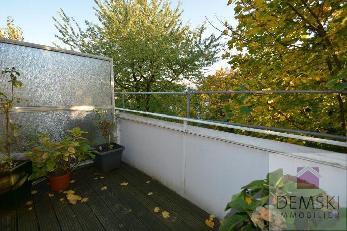 5303: 3-Zimmer-Wohnung in Düsseldorf Benrath, der Stadtteil am Rhein!