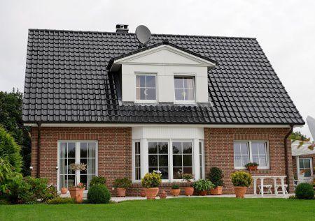 Ein klassisches einfamilienhaus mit einem sehr sch nen for Klassisches haus bauen
