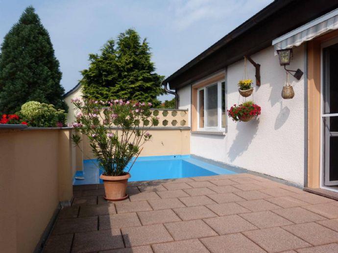 Terrasse, Pool, Gartenteich...was will man mehr?!