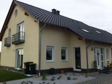 modernes komfortables wohnhaus in idyllischer dorfrandlage kleinblittersdorf ortsteil. Black Bedroom Furniture Sets. Home Design Ideas