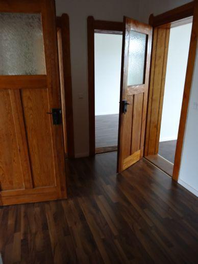 geräumige 3-Zimmer-Wohnung mit Kachelofen und Wintergarten in saniertem Altbau