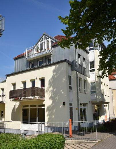 Geräumiges Dachstudio!! Wanne + Dusche, Sonnenbalkon, Tiefgarage! www.cmdd.de