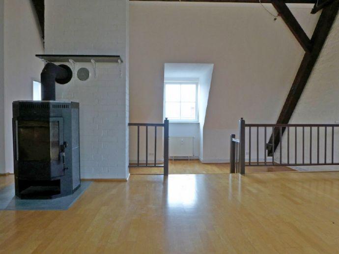 Loftwohnung mit Kamin & Loggia