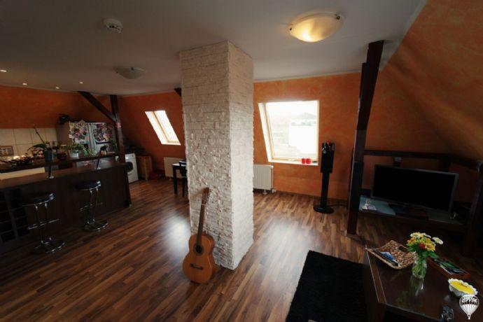 Neues Glück auf zwei Etagen in ruhiger Lage!  DG - 77 m² | gute Infrastruktur | zentral | gepflegt