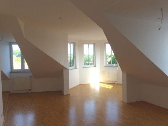 Im Dachgeschoß 2 Raum Wohnung mit Turmzimmer und Aufzug hrA773