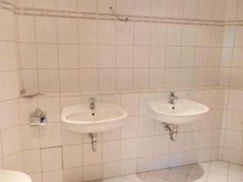 Mit 2 Waschbecken Günstige 3 Raum Wohnung In Werdau