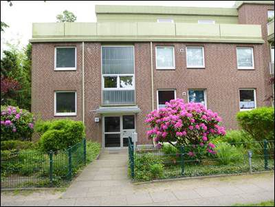 Ruhige Anliegerstraße, 4 Räume, 2-Zi. ca. 55,8 m² plus 2 Hobbyräume ca. 45,92 m², TG-Platz