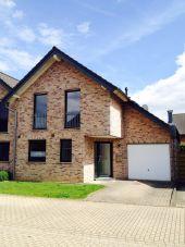 Moderne Doppelhaushälfte in ruhiger Wohnlage