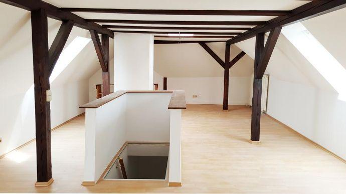 Nur für begrenzte Zeit - mietfrei Wohnen: Hübsche Maisonette mit Galerie und Dachbalken-Charme