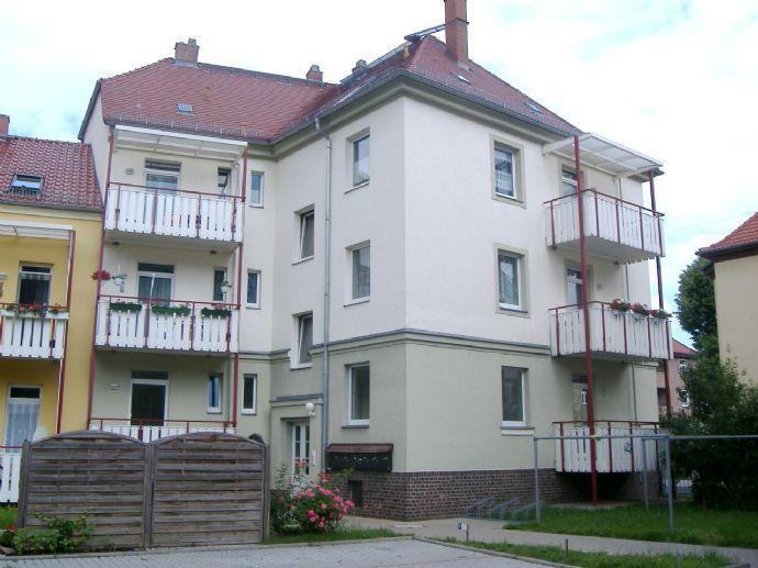 Moderne 2-R.-Wohnung mit Einbauküche und Balkon wartet nur auf Sie