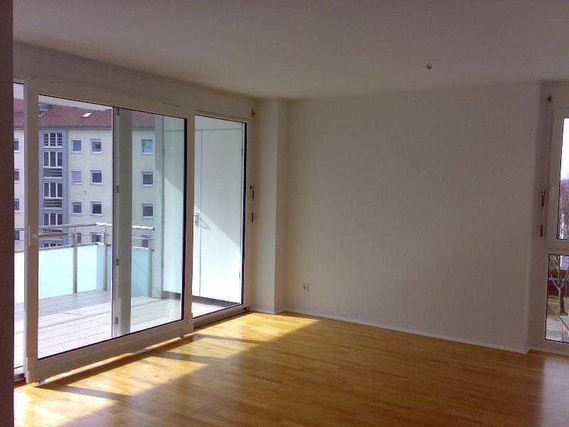 Helle 4-Zimmerwohnung: großer Balkon, Aufzug, EBK, Parkett