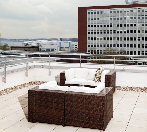 "Furnished apartment with rooftop terrace right next to FH Kiel! TWENTY FIRST Kiel ""Rooftop Apartment"""