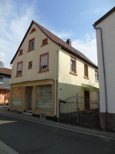 (KA915) Ein- bis Zweifamilienhaus mit Garage