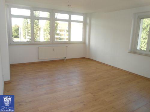 Wunderschöne Stadt-Wohnung mit großer Küche und geräumigen Zimmern in zentraler Lage! WG möglich!
