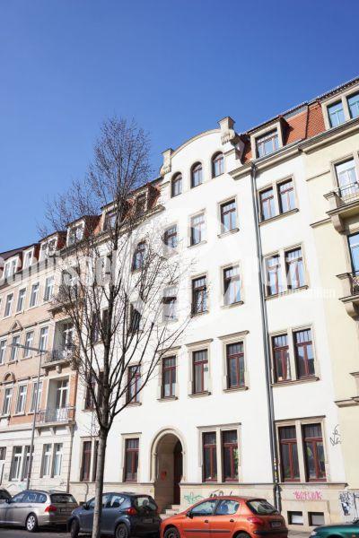 Grundbuch statt Sparbuch! Kleine, günstige 2-Raum-Wohnung im erst 2008 sanierten Denkmalschutzhaus!