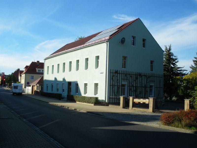 Helle, vollsanierte 2-Raum-Wohnung in grüner Randlage!